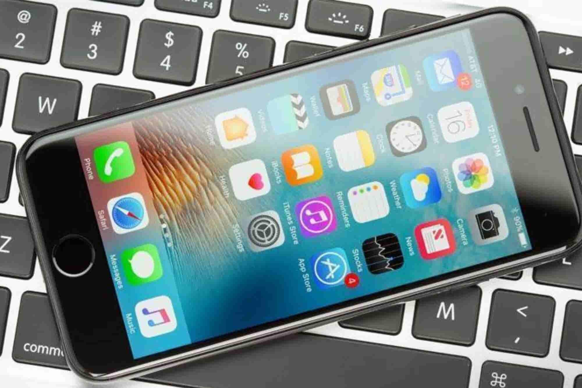 U.S. Trade Judge Calls for Import Ban on Certain iPhones