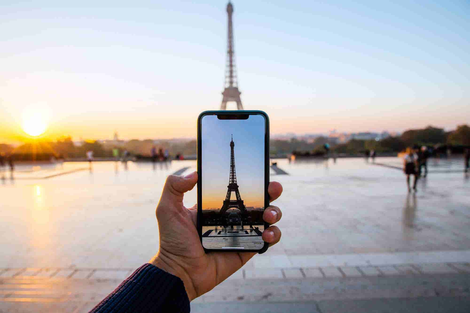 5 Phone Hacks for Travelers That Will Help Make Your Next Trip a Whole Lot Easier