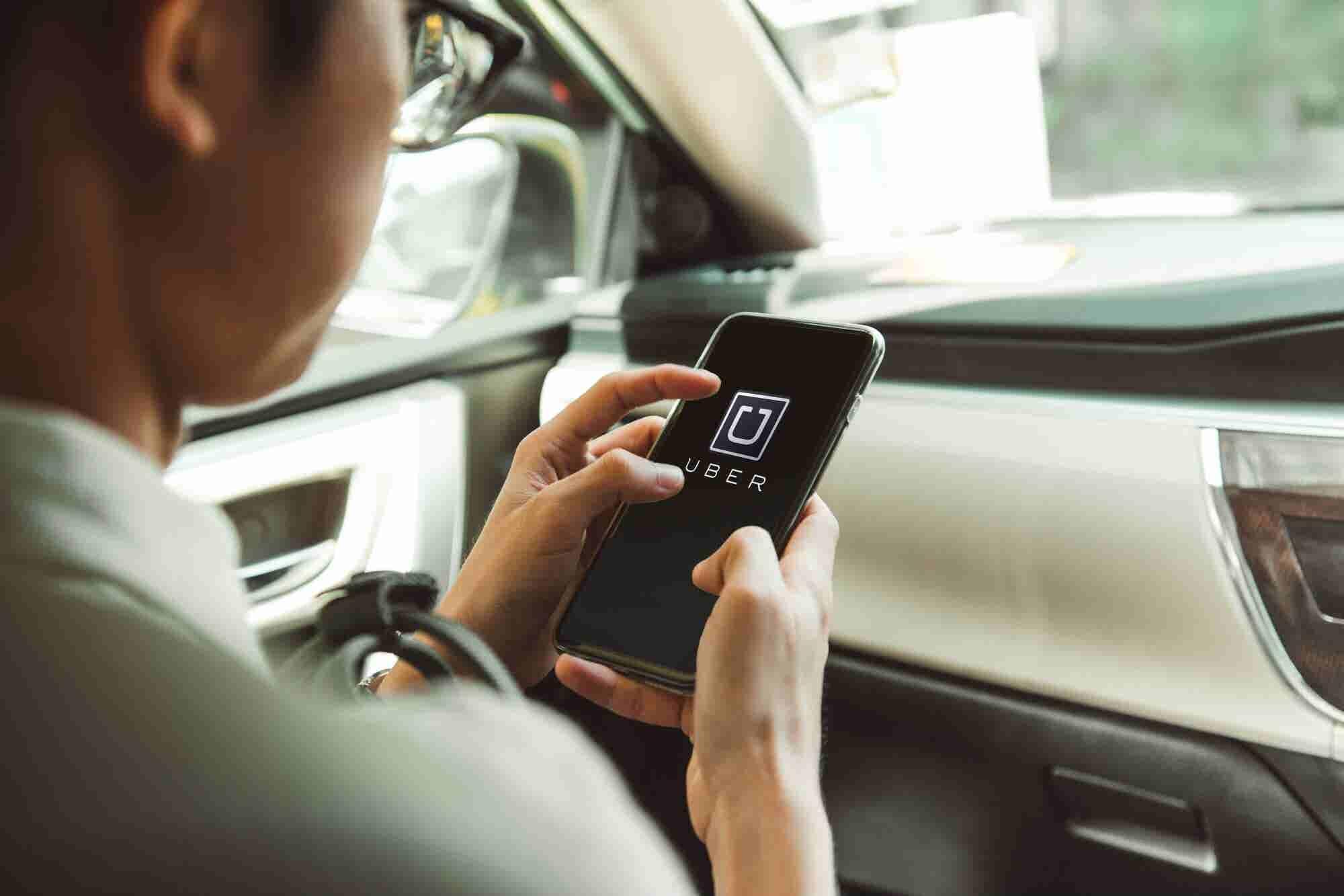 Hacienda propondrá obtener impuestos de empresas como Netflix y Uber