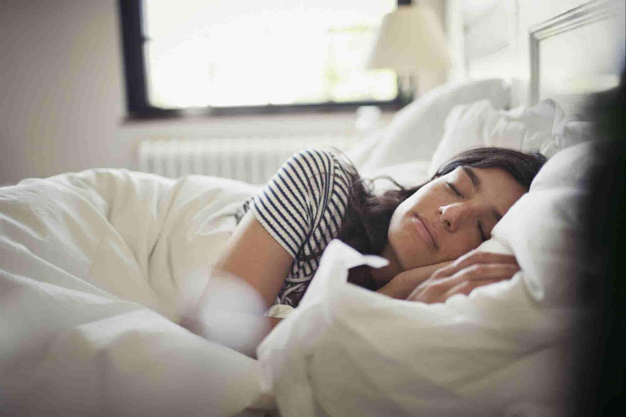 Tu empresa necesita que le dediques 8 horas completas… a dormir