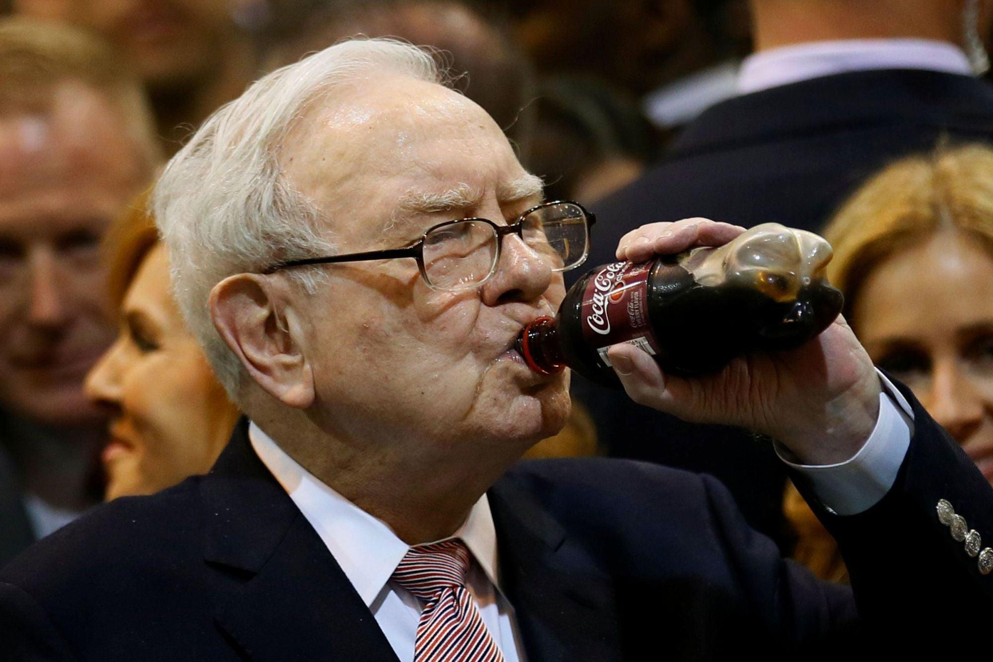 Warren Buffett Says He Eats McDonald's 3 Times a Week and Pounds ...