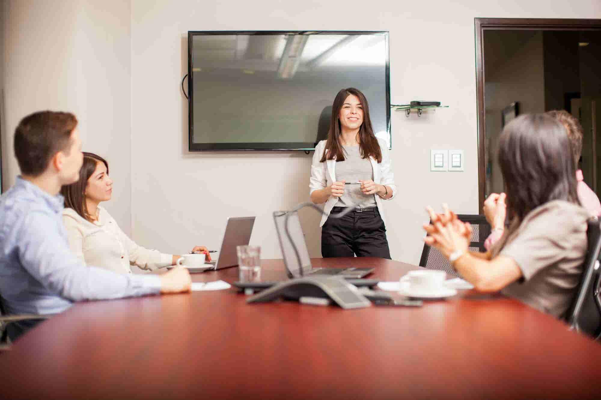¿Quieres presentar tu idea de negocios? Te decimos cómo entrenar tu voz para tu pitch