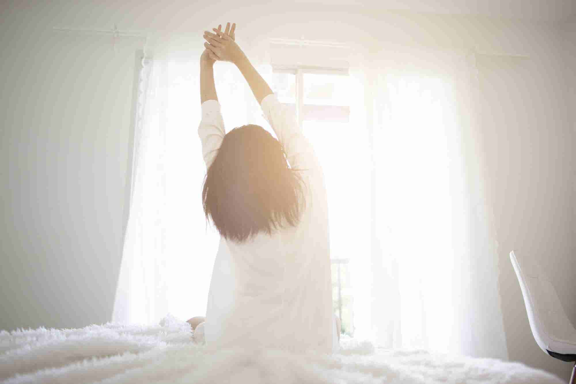 Good Sleep Starts the Moment You Wake Up, So Follow These 4 Tips From Sleep Experts