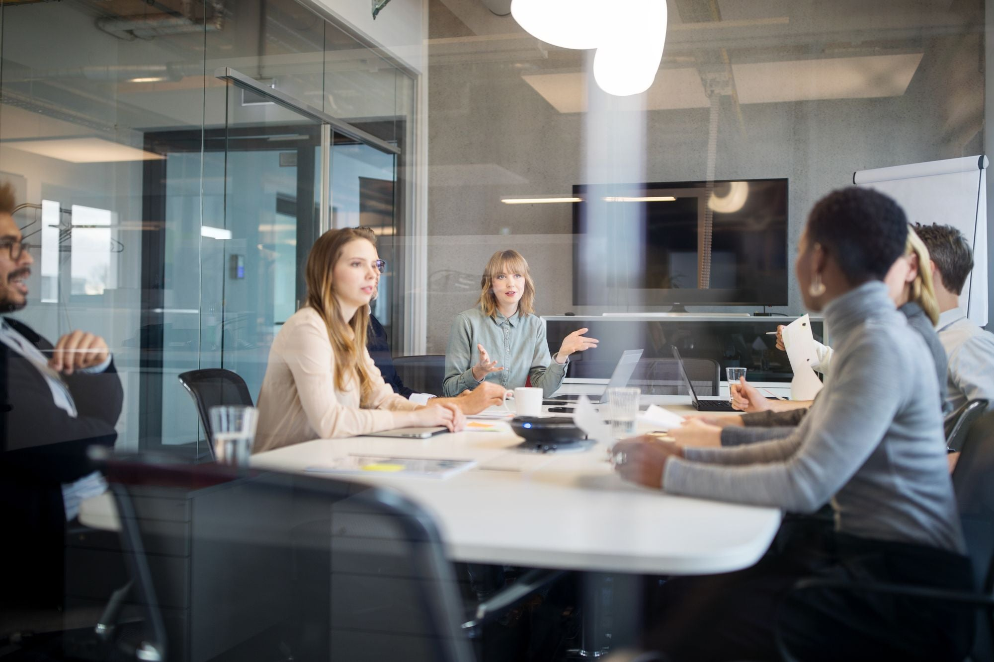 5 Body Language Cues Entrepreneurs Should Pay Attention to in Any Meeting