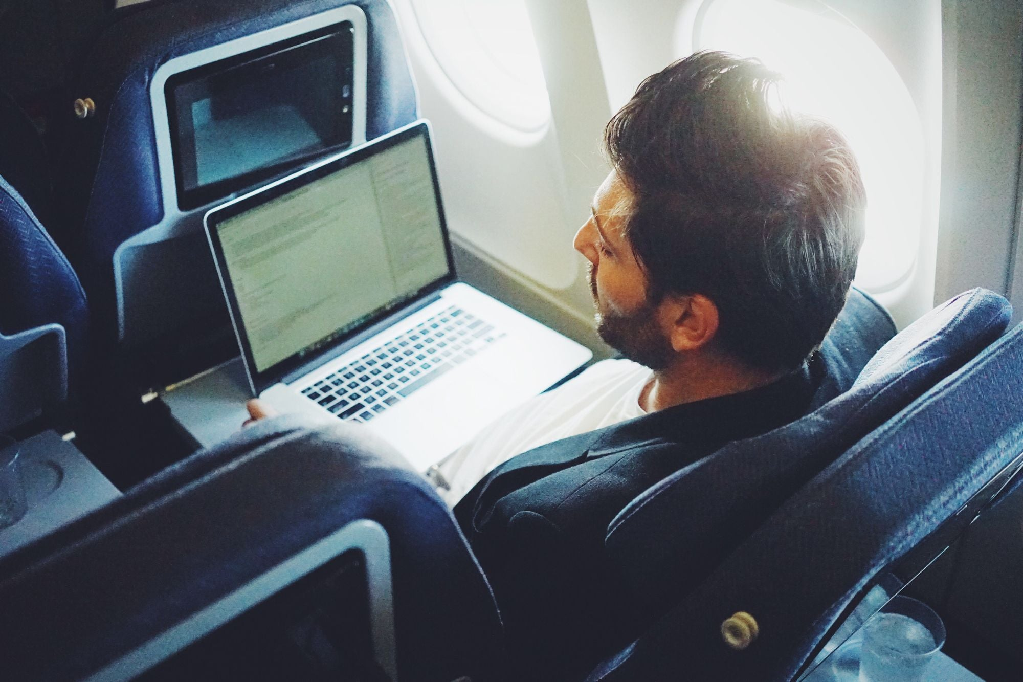 5 Travel Hacks to Boost Productivity on Every Trip