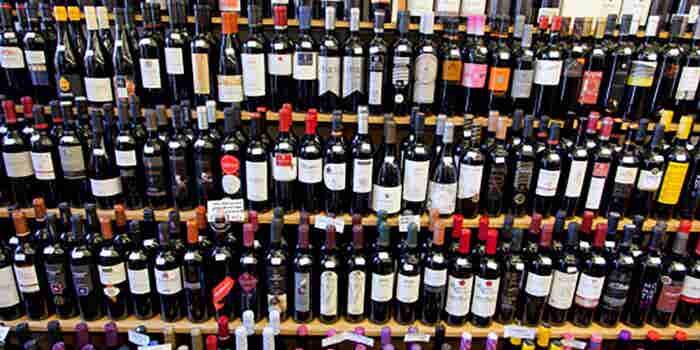 Entrega nocturna de vinos y licores