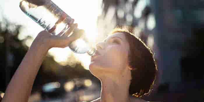 Agua purificada embotellada