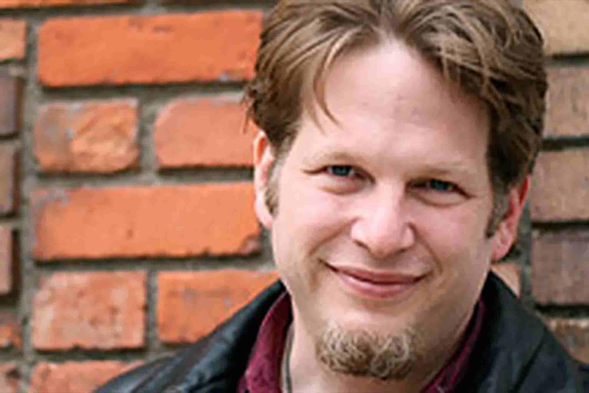 Chris Brogan on Ways to Cross-Promote Your Online and Offline Marketing