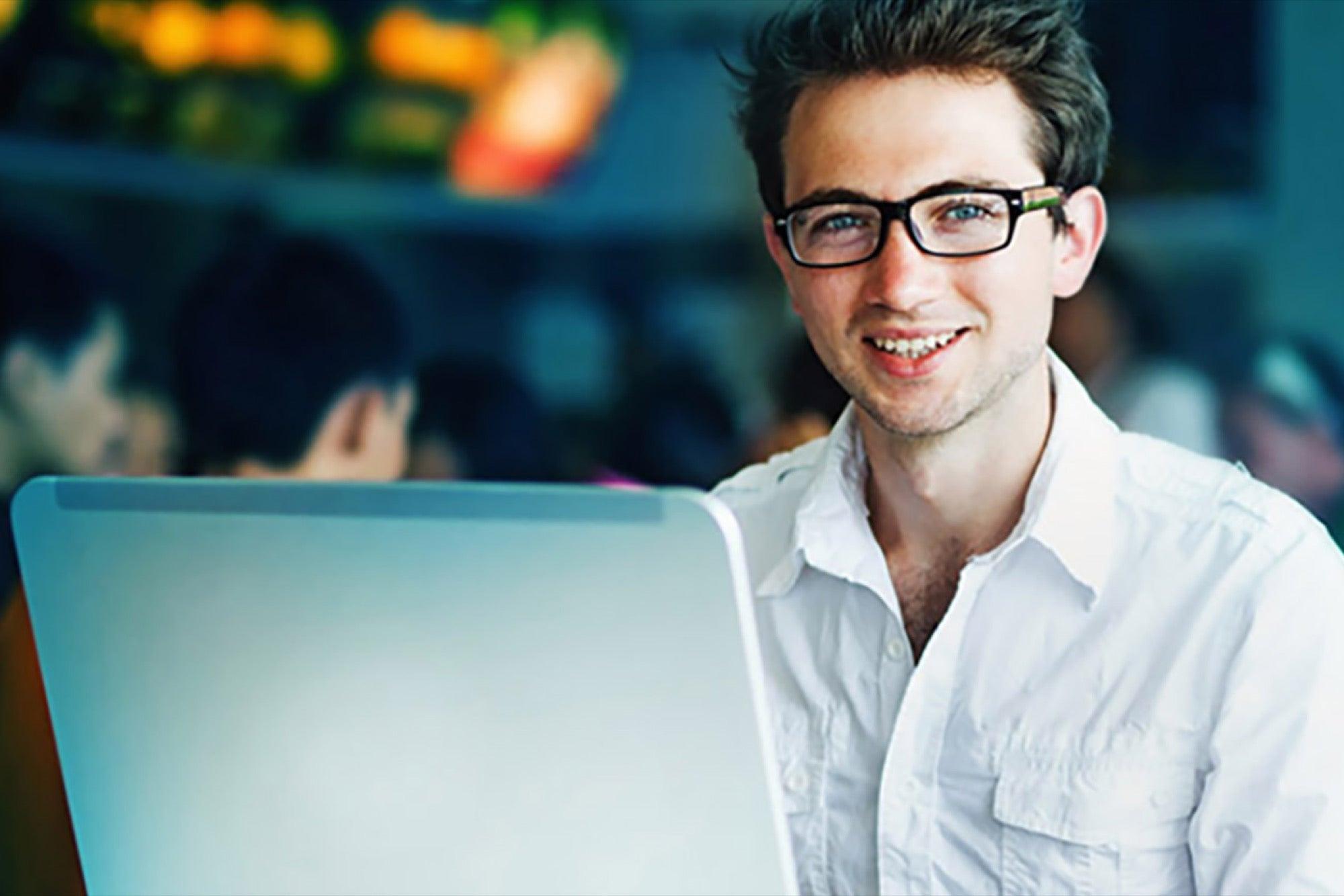 En línea para adultos servicio de citas para hombre de mediana edad