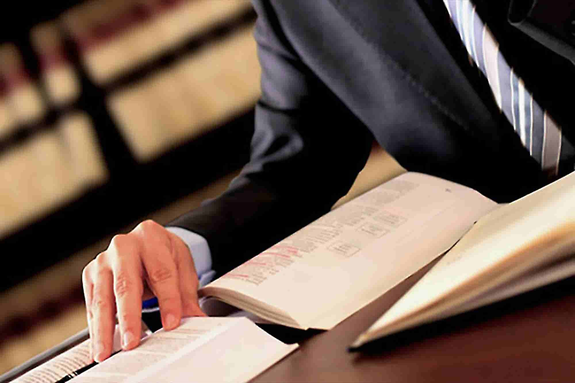 7 Qualities to Look For in a Lawyer
