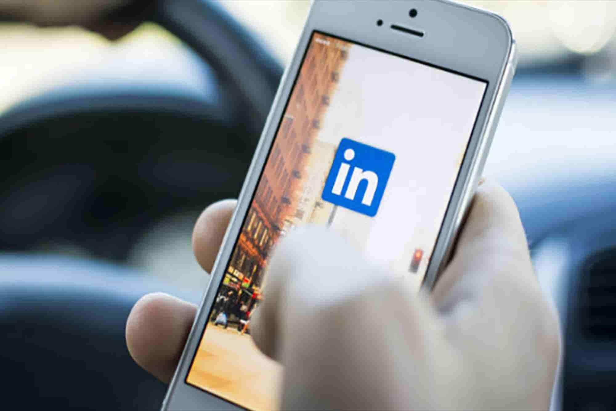 """5 maneras de dejar de """"avergonzarte"""" en LinkedIn"""