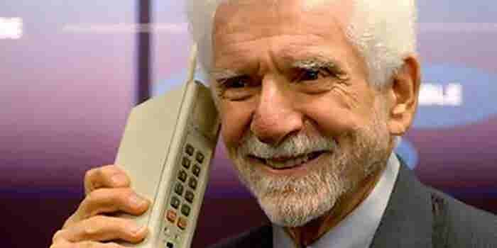 Smart vs. Dumb: What Kind of Cell Phone Do You Own?