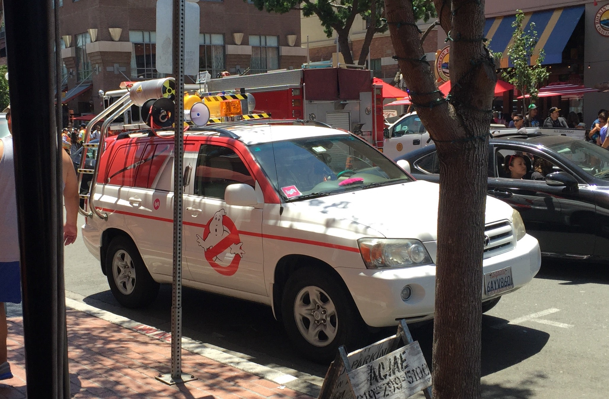ghostbusters lyft ride at san diego comic con