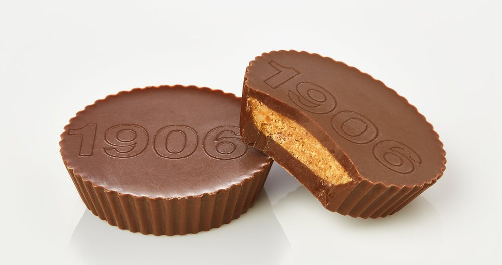 1906 offers a line of cannabis-infused peanut butter cups in dark and milk chocolate. (Image Credit: 1906)