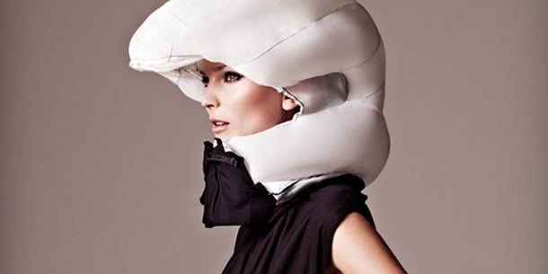 A Fashionable, Inflatable Bike Helmet Collar Thingy