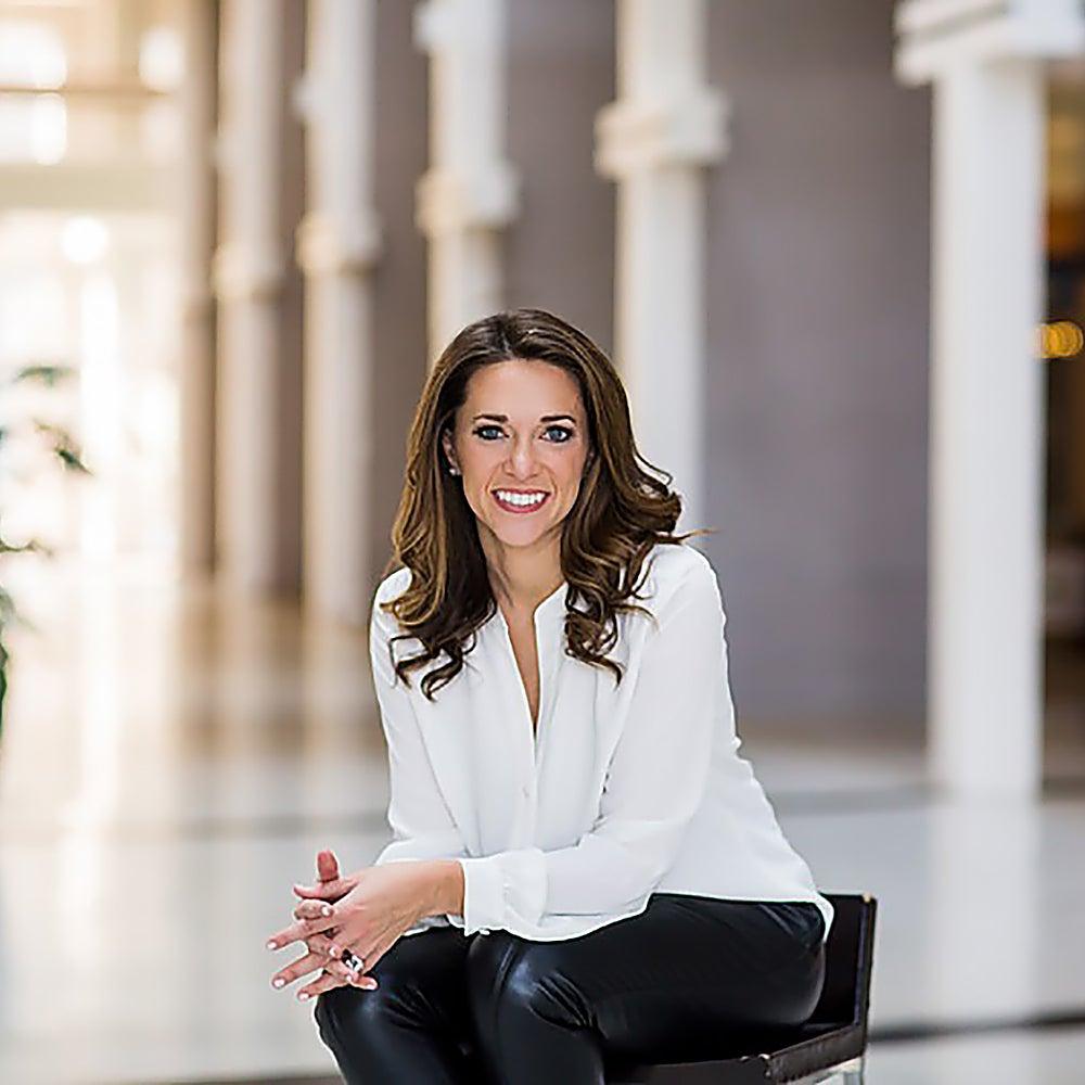 Author Kelly Roach