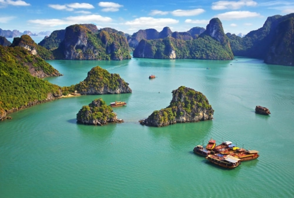 3. Ha Long Bay (Vietnam).