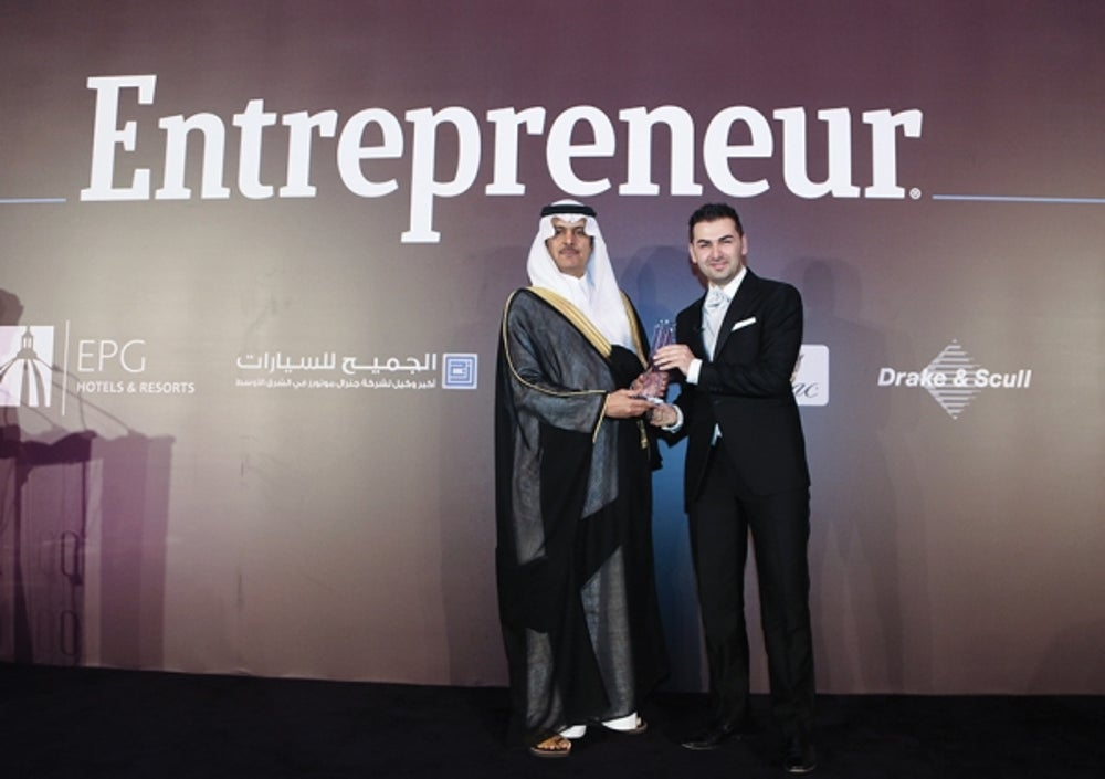 SellAnyCar.com founder and CEO Mr. Saygin Yelcin receiving the Technology Innovation award with Riyadh Chamber of Commerce and Industry, Vice Chairman of the board of directors, Mr. Khalid Abdulaziz S. Al-Mukairan