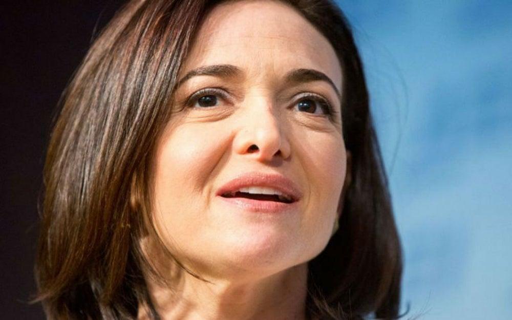Sheryl Sandberg, gerente de operaciones de Facebook