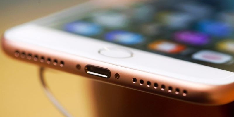 Apple drops the headphone jack.