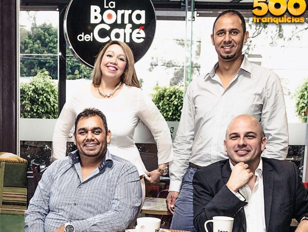 Janet, Axel y Daniel Pacheco (franquiciatarios) y León Refreger (franquiciante) - La Borra Café