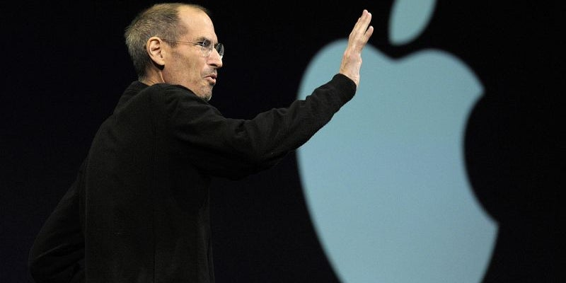 2011: Jobs resigns from Apple