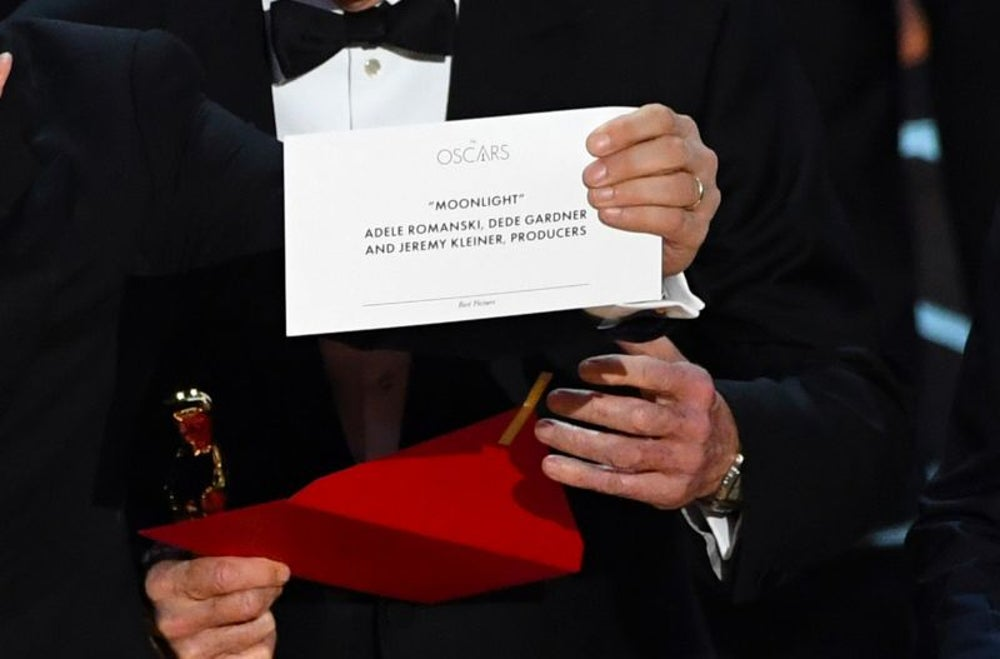 The PwC accountant caused the major Oscars blunder because he was too busy tweeting.