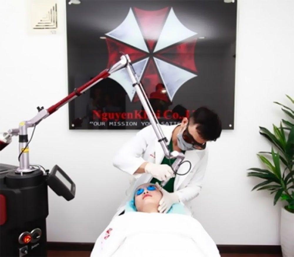 Skin clinic uses Resident Evil's umbrella as its company logo.