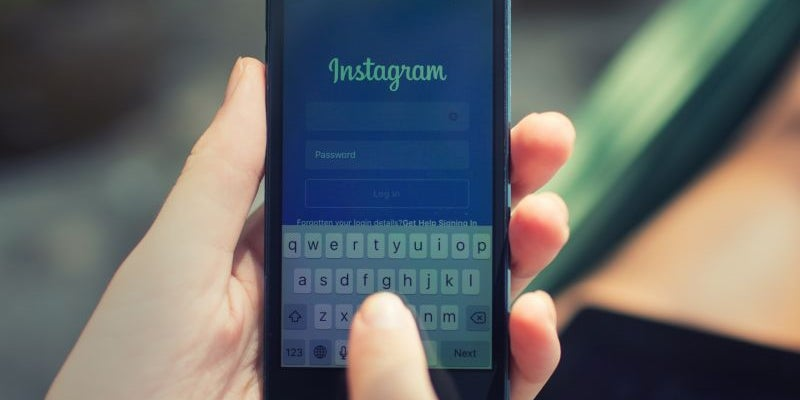 People with depression post more frequently on Instagram.
