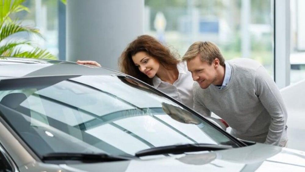 How to apply Warren Buffett's secret to buying a car vs. leasing