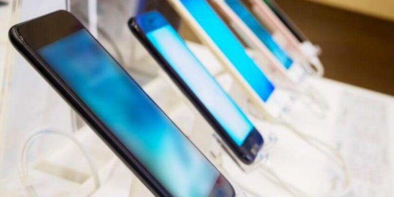 How to apply Warren Buffett's secret to buying a smartphone