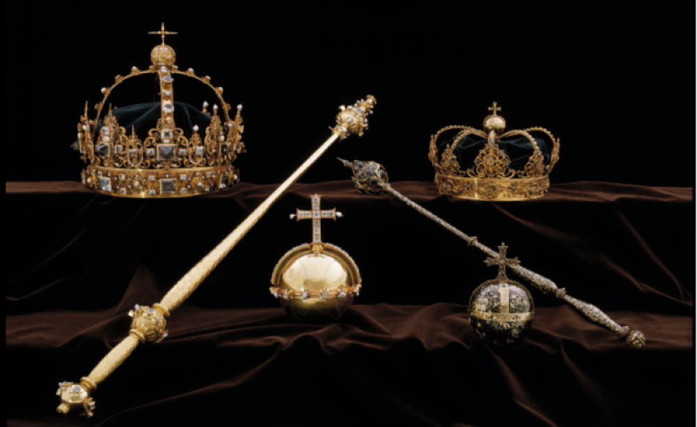 The Swedish crown jewels were stolen by thieves on a motorboat.