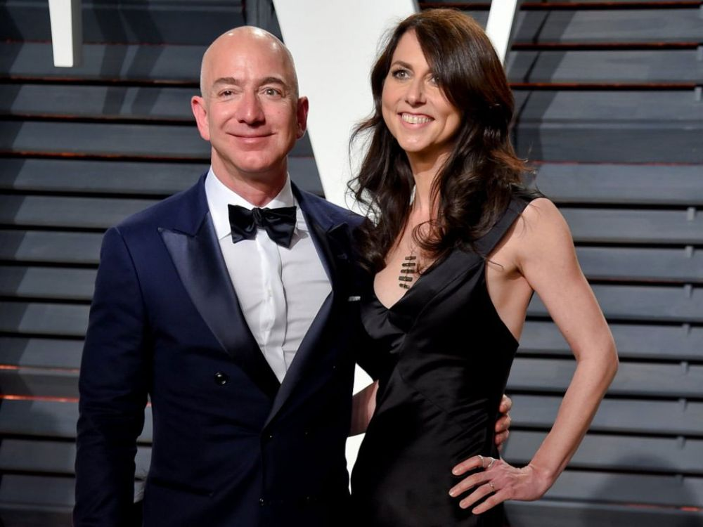 3. After divorcing MacKenzie and giving up 25% of the Amazon stock co-owned by the couple, Bezos still kept his ranking as the richest person in the world.