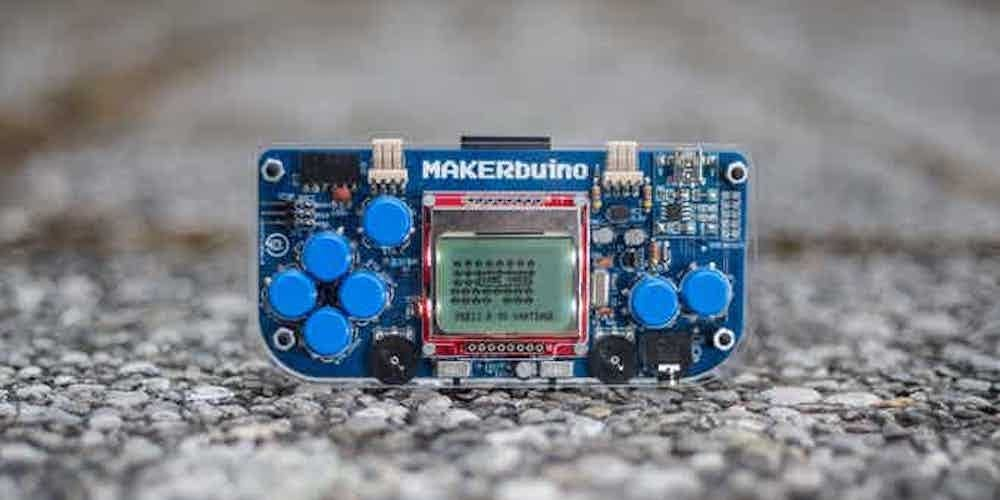 Build a video game console with this MAKERbuino Educational DIY Game Console Kit