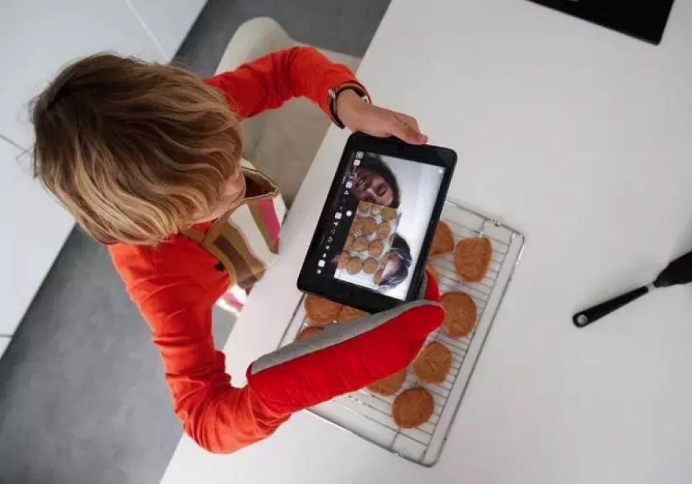 La tecnología está permitiendo a los familiares mantenerse en contacto.