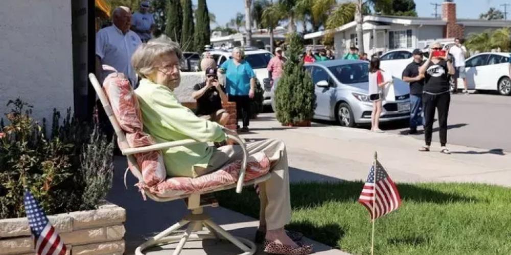 Ruth Gallivan en San Diego, EE.UU., cumplió 104 años durante el encierro.