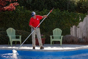 Pool Scouts - Cleaning a pool